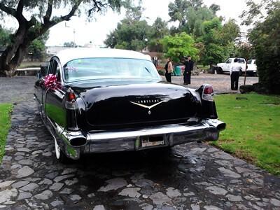 cadillac negro en renta, auto clasico en renta, cdmx renta auto