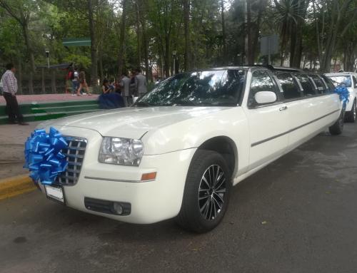 Chrysler 300C blanca con negro